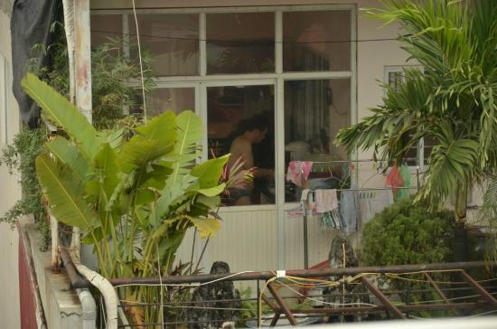 Hanoi Triumphal Hotel: View from the restaurant balcony.. A guy cooking in his underwear..!!