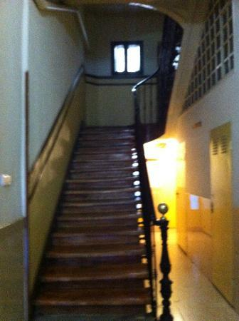 Hostal Los Alpes: scala (l'ascensore è a dx)