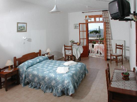 Likio Studios: room- double bed