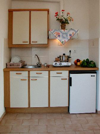 Likio Studios: room's kitchen