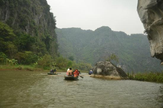 Hoa Lu - Tam Coc Day Tour: Along the river..