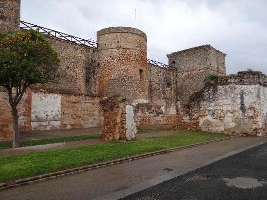 Castillo de Niebla: Vista Exterior