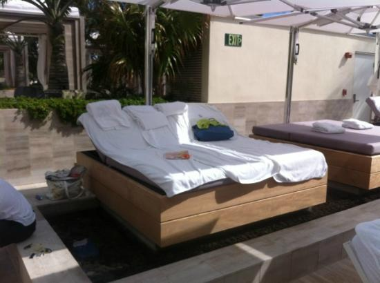 The St. Regis Bal Harbour Resort: day beds