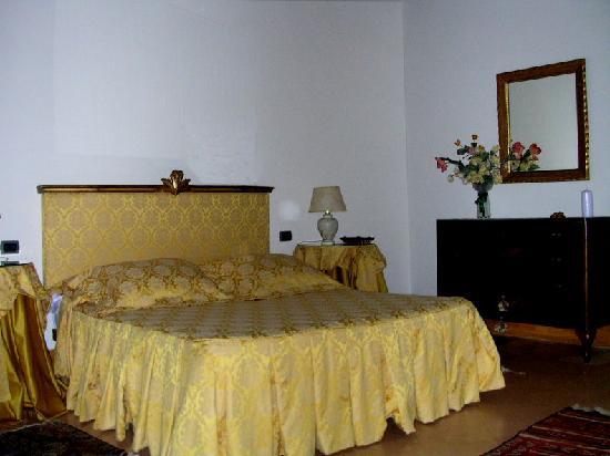 Villa San Nicolino: The Gold Room