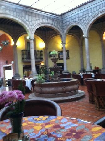 Howard Johnson Calle Real Morelia: lobby restaurant