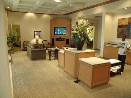 Moody Gardens Hotel Spa & Convention Center: Suite - living space with huge flat screen HDTV