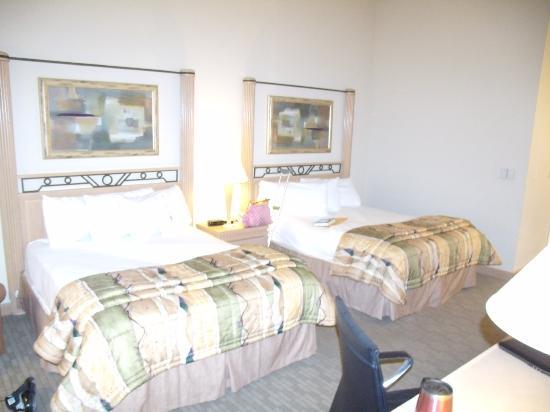 Moody Gardens Hotel Spa & Convention Center: Suite - Bedroom - double queens