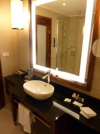 Renaissance Moscow Monarch Centre Hotel : Salle de bain