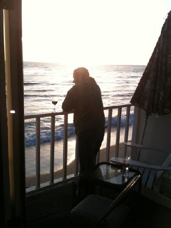 Laguna Riviera Beach Resort: sunset at bungalow