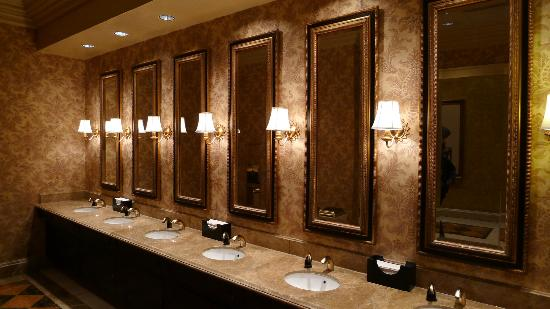 The Venetian Macao Resort Hotel: Nice Bathrooms Near Casino