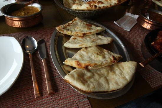 Om Restaurant & Bar: Masala Nan
