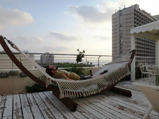 Shalom Hotel & Relax Tel Aviv - an Atlas Boutique Hotel: Shalom&Relax: the terrace (and me)