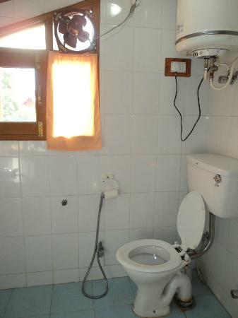 Al Hamra: bathroom