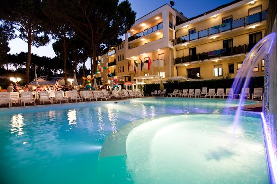 Club Family Hotel Executive : piscina