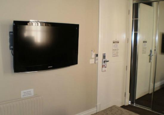 The George Hotel: 40 inch Samsung wall mounted in front of bed