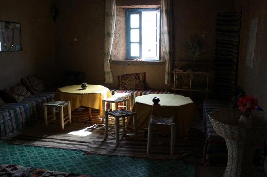Dar el Khamlia: livingroom