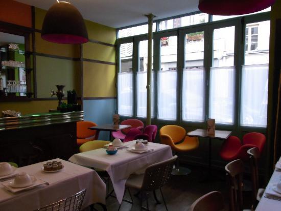 Hotel du Petit Moulin : ダイニングルーム