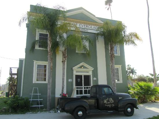 Everglades Historical Bed & Breakfast with Spa : Building exterior