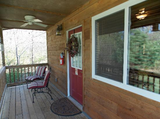Bowman's Oak Hill Bed & Breakfast: Porch on cabin