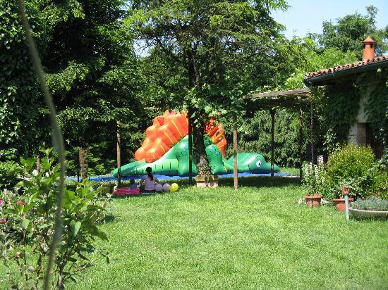B&B Acero Rosso: Giochi nel parco