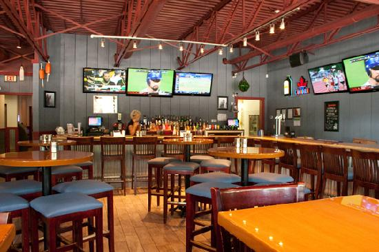 Bar with several flat screen t v's - Picture of Pluckers