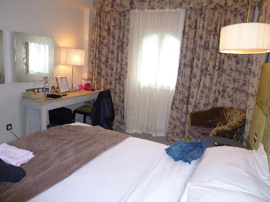 The House Hotel: Bedroom