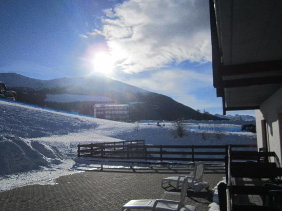 Hotel Etoile De Neige : right view on the slopes from room