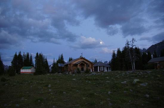 Tonquin Adventures: The lodge