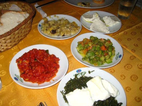 Hotel Akay: Food
