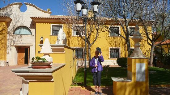 Salobre, Spagna: Una de las zonas del hotel y edificio de habitaciones