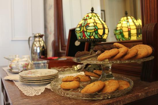 The Mason Cottage Bed & Breakfast Inn: Tea time at Mason Cottage