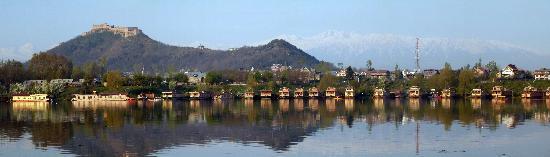 Nigeen Lake: Nagin lake houseboats with Hari Parbat Fort
