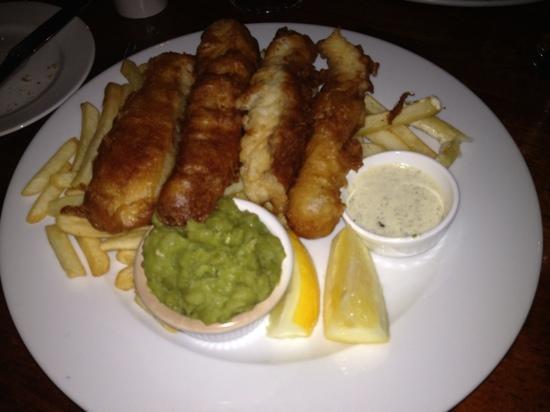 Fishmarket Restaurant: enormous & excellent fish and ships !