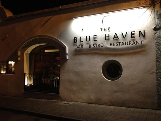 Fishmarket Restaurant: the blue haven by night