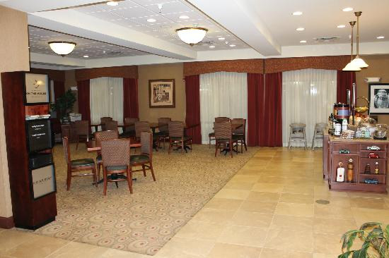 Hampton Inn Litchfield : Breakfast area
