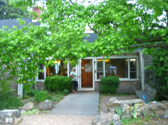 Hostelling International - Martha's Vineyard
