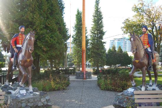 Abbotsford Gur Sikh Temple: Statues of the Horsemen beleived to have come to BC around 1897