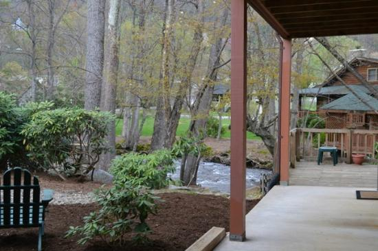 Jonathan Creek Inn and Villas: View right from back door (to the hot tub!)