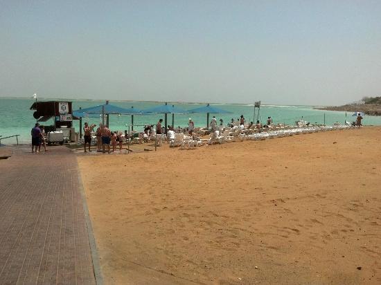 Isrotel Dead Sea Hotel & Spa: Vista de la playa privada