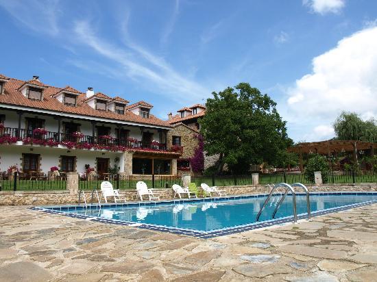 Novales, สเปน: piscina