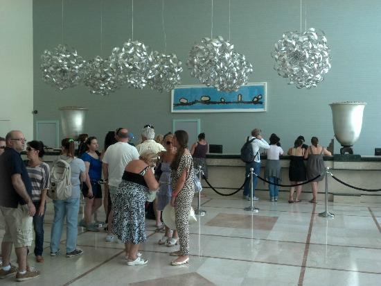 Isrotel Dead Sea Hotel & Spa: Vista de la recepcion