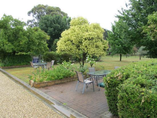 BEST WESTERN Beechworth Motor Inn: Garden