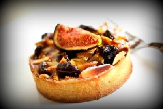 Tramezzini : Fig and almond frangipane tart