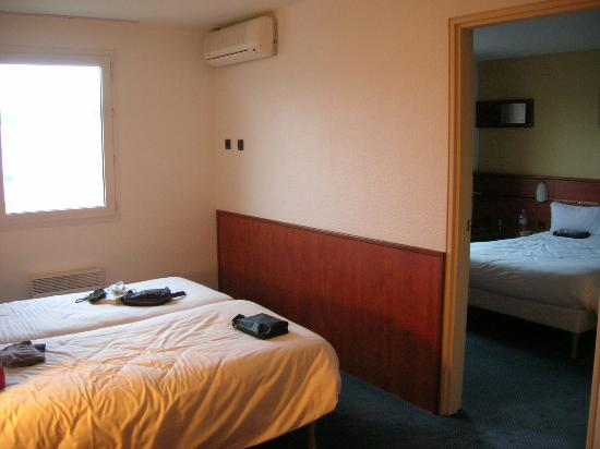 Brit Hotel Blois - Le Préma : camera comunicante
