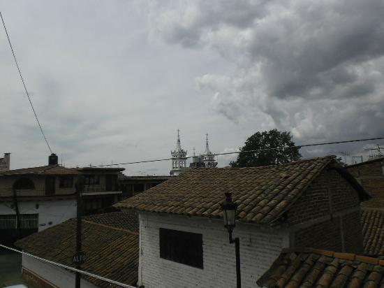 Hostal El Lenador: Vista de los tejados y las torres de la Iglesia