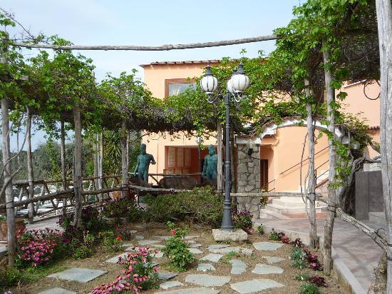 Hotel Il Girasole: The Garden