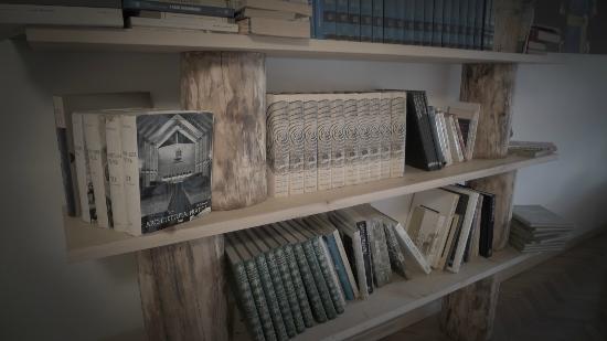 Principe Calaf B&B : The Lounge Book Shelf