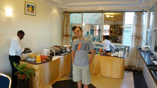 Mc-Ellys Hotel: Buffet breakfast