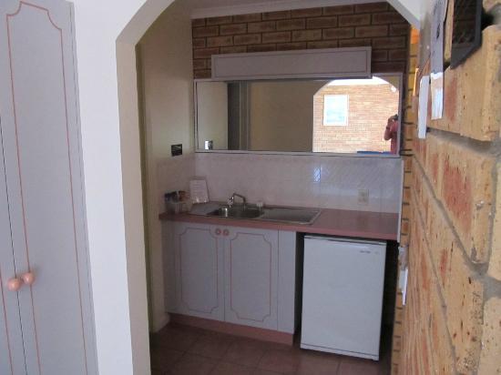 Twofold Bay Motor Inn: Kitchenette