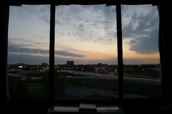Hotel Preston Looking Toward Briley Parkway At Sunrise